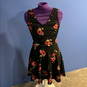 Flowered dress. V shape in the front and back.
